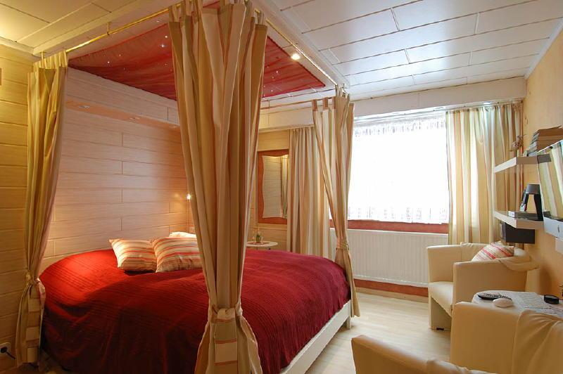 http://www.wirtzfeldvalley.com/wp-content/uploads/2007/11/slaapkamer-11.jpg